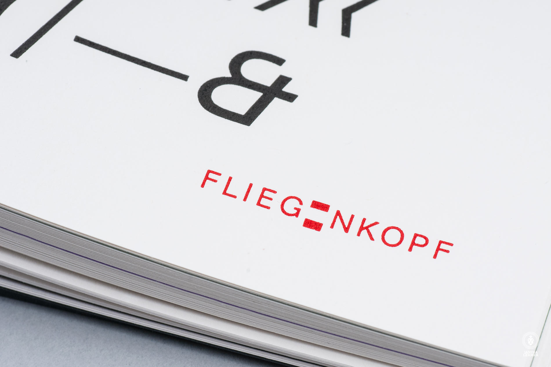 Janina-Lermer-Buchgestaltung-Magazingestaltung-Editorialdesign-Bleisatz-Metalpress-Logo-Handgedruckt-Handprinted-Werkstatt-Fliegenkopf