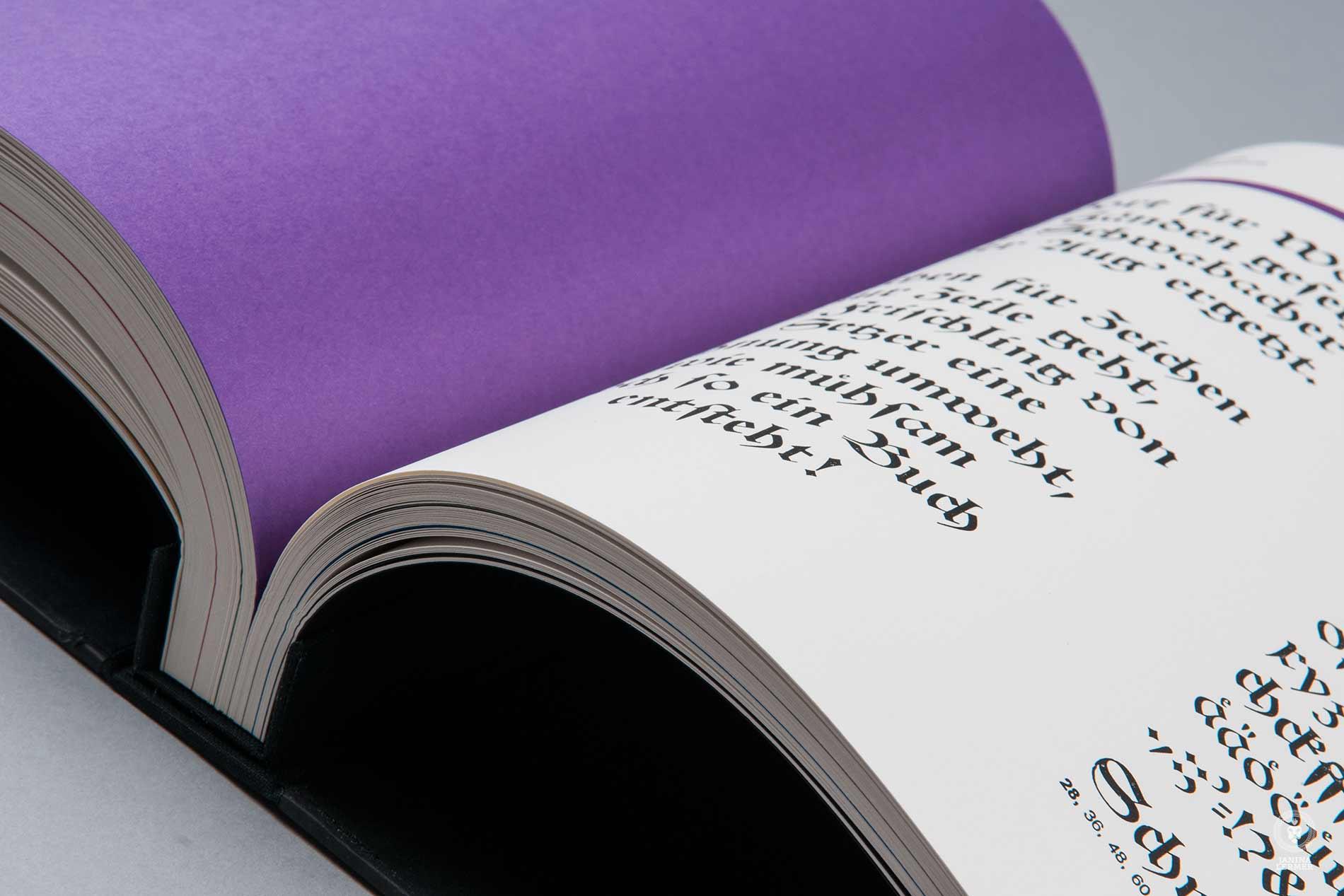 Janina-Lermer-Buchgestaltung-Magazingestaltung-Editorialdesign-Bleisatz-Metaltype-Gebrochene-Schriften-Schwabacher-Handgedruckt-Handprinted-Werkstatt-Fliegenkopf_01