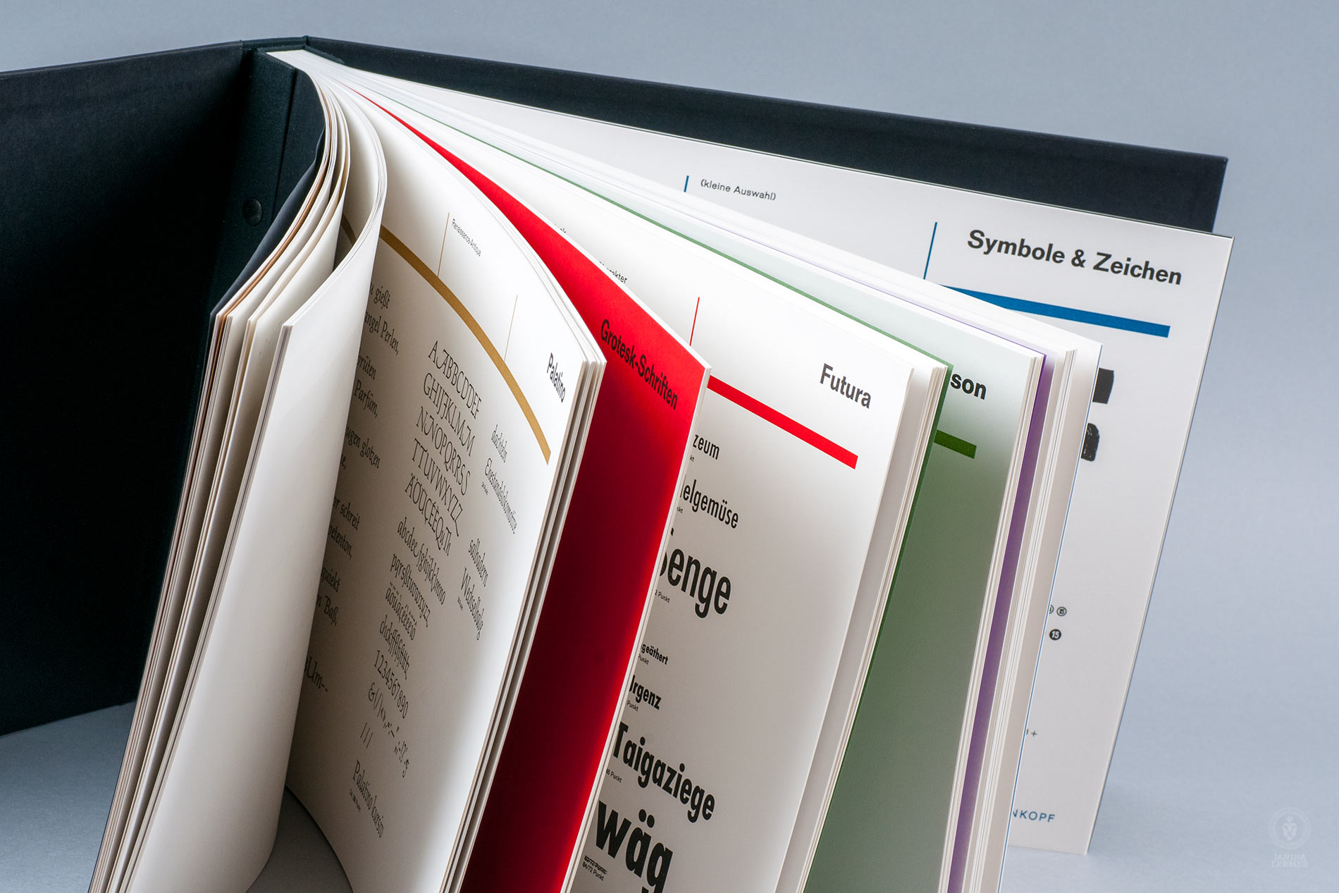 Janina-Lermer-Buchgestaltung-Magazingestaltung-Editorialdesign-Bleisatz-Metaltype-Overview-Handgedruckt-Handprinted-Werkstatt-Fliegenkopf