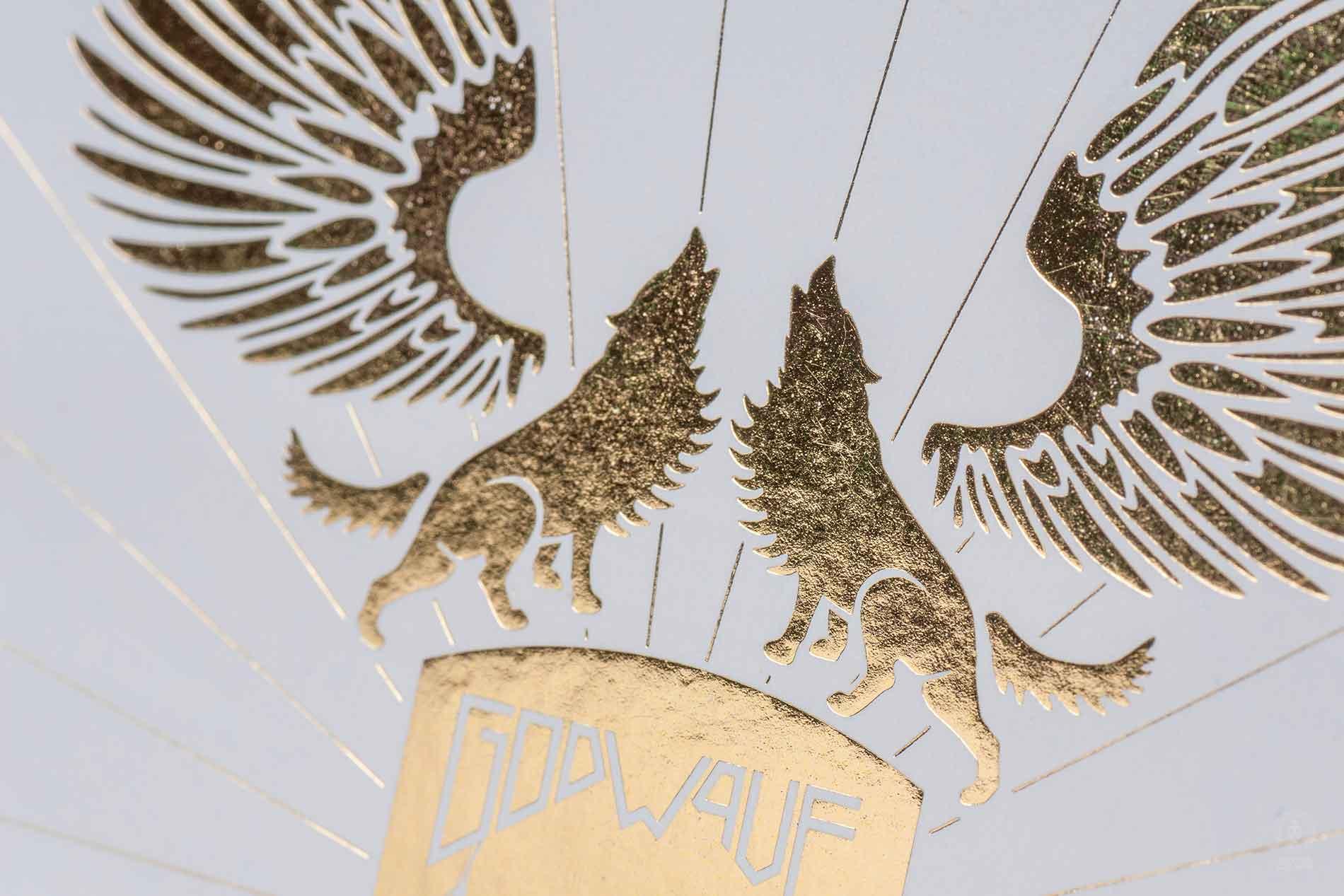 Janina-Lermer-Verpackungsgestaltung-Packagingdesign-Logo-Artwork-Goldfoil-Stamping-2-Band-Godwave