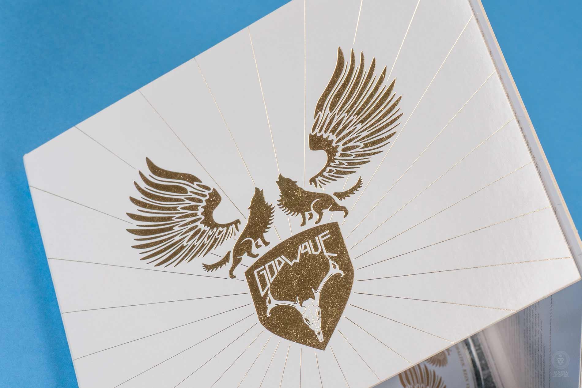 Janina-Lermer-Verpackungsgestaltung-Packagingdesign-Logo-Artwork-Goldfoil-Stamping-Band-Godwave